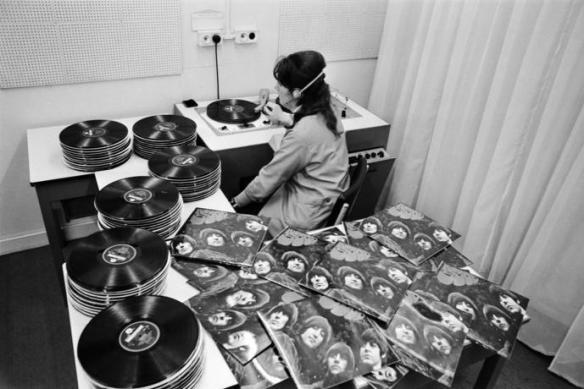 Rubber Soul quality control.  Thanks to Ray Brandes for finding this one.
