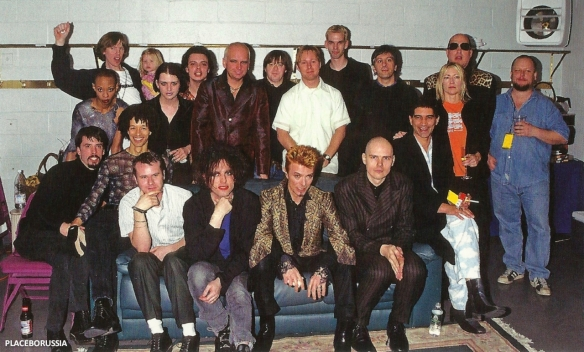 Madison Square Garden 1997. Bowie w/touring band, Foo Fighters, Sonic Youth & Coco, Placebo, Robert Smith, Billy Corgan, Frank Black.  ℅ http://www.placeborussia.ru